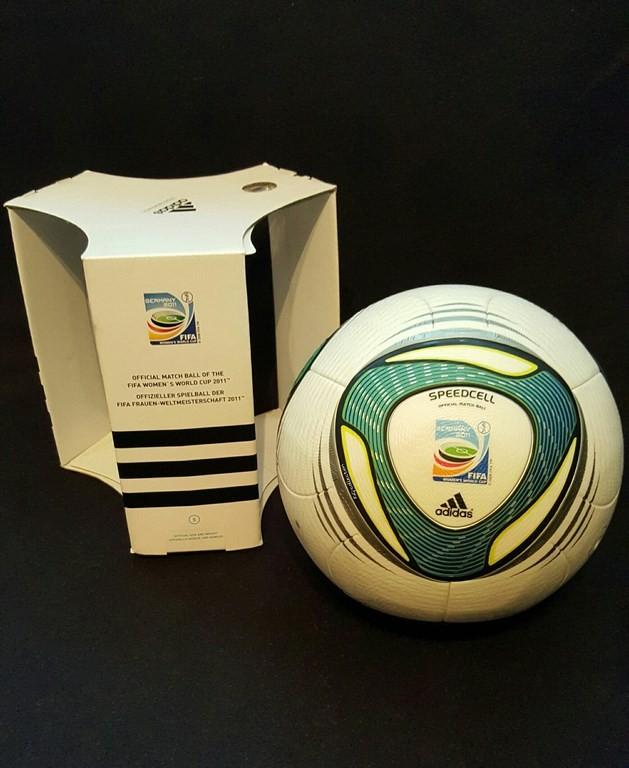 ADIDAS Speedcell der offizielle Spielball von der Frauen WM 2011 in Deutschland mit Originalverpackung.
