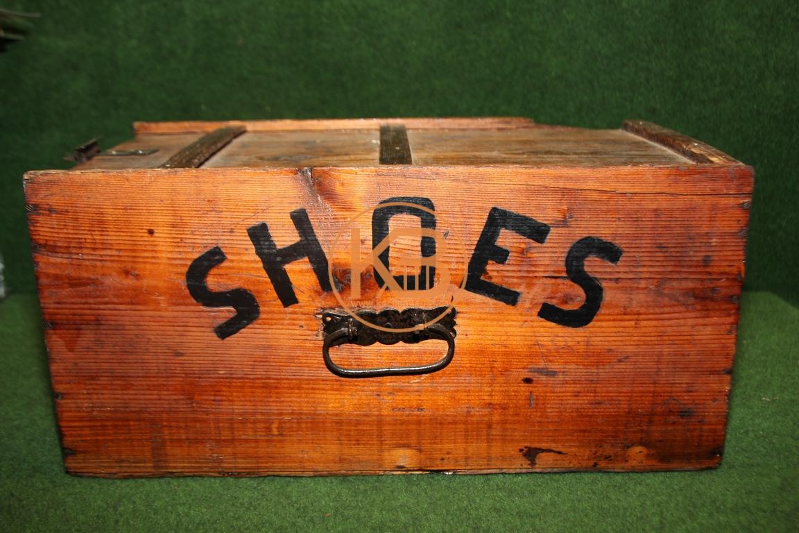Alte Schuh Kiste zur Aufbewahrung von Schuhputzmitteln vermutlich aus den 1950ern