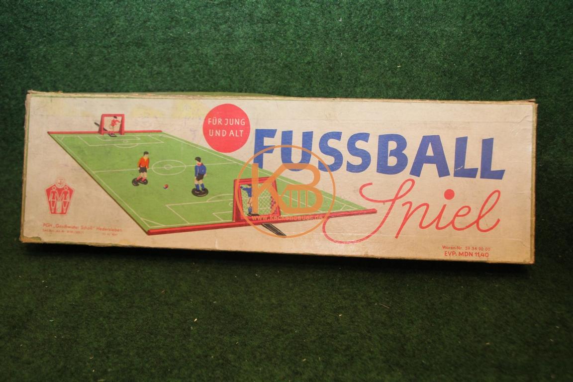Fussball Spiel - für Jung und Alt von PGH Geschwister Scholl Hedersleben von 1967.