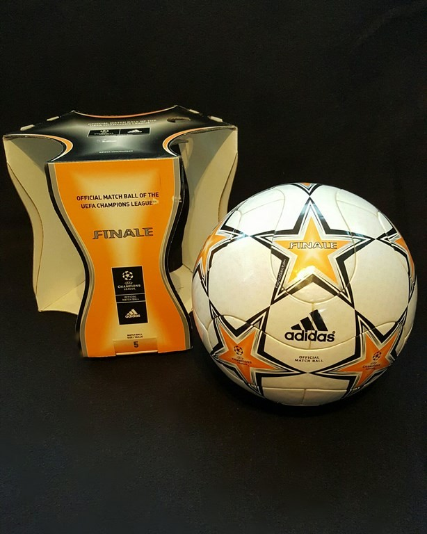ADIDAS Champions League Final Ball vom Finale 2007 in Athen mit Originalverpackung.