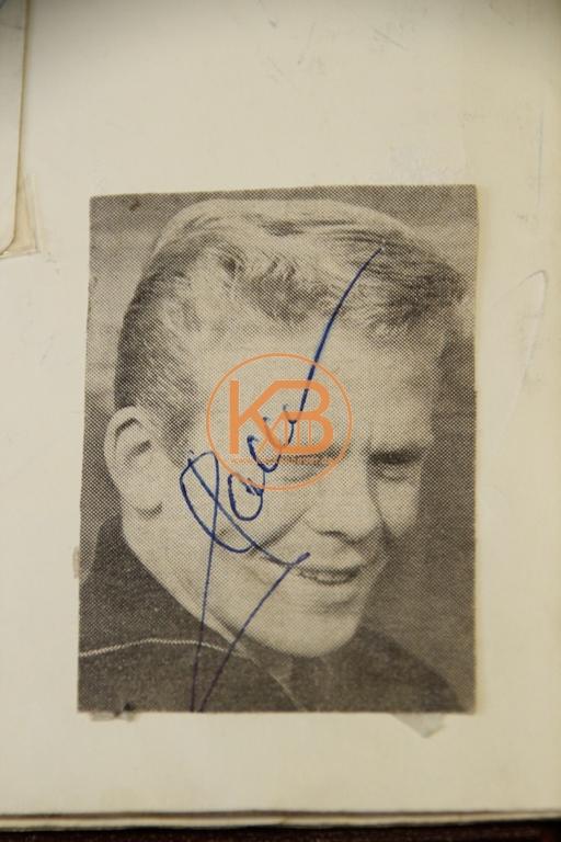 Foto von Helmut Haller mit dem original Autogramm