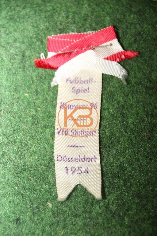 Spielnadel vom Qualifikationsspiel zwischen Hannover 96 gegen den VFB Stuttgart für das Finale um die Deutsche Meisterschaft