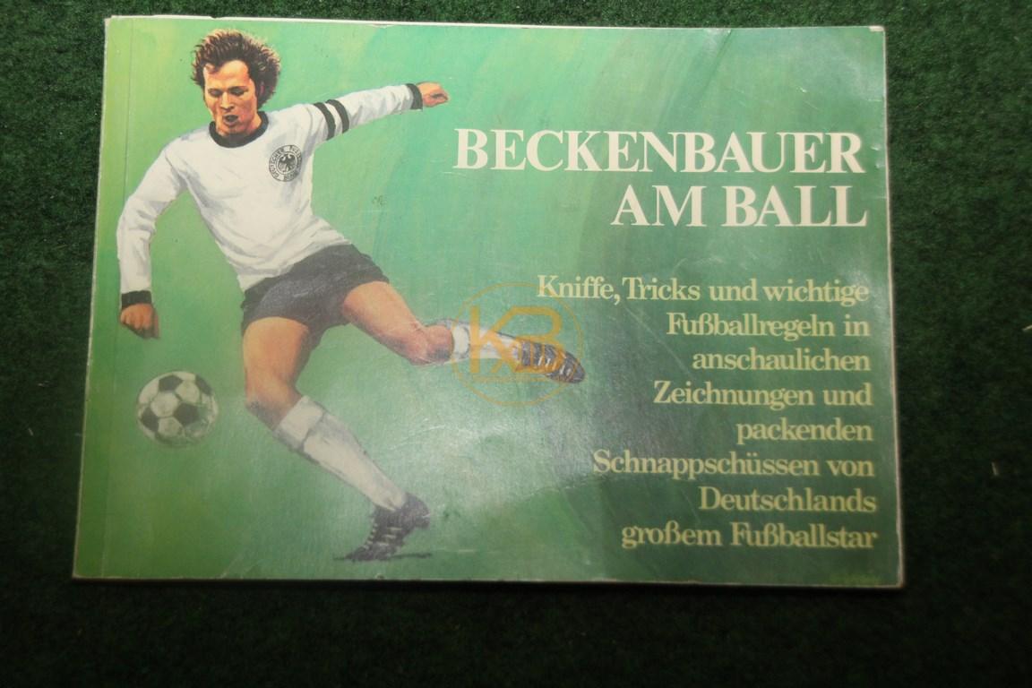 Beckenbauer am Ball Kniffe, Tricks und wichtige Fußballregeln in menschlichen Zeichnungen und packenden Schnappschüssen von Deutschlands großem Fußballstar