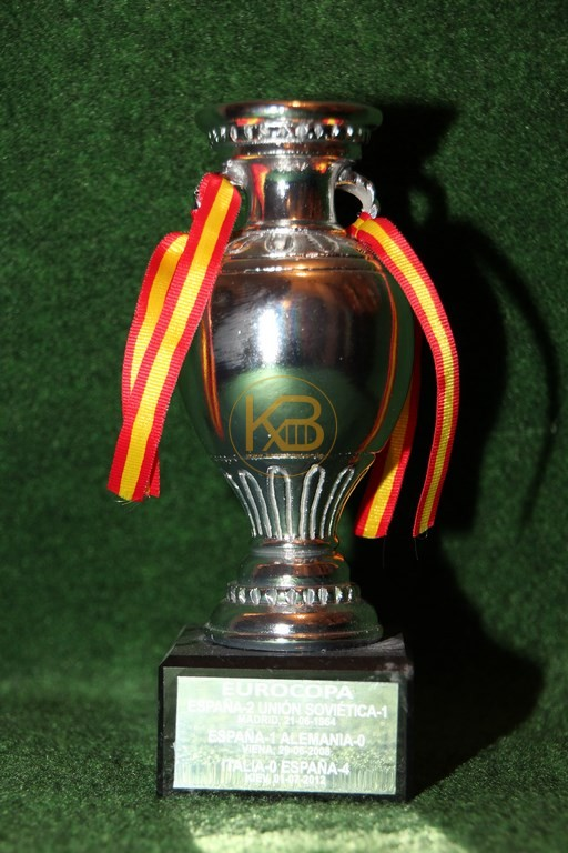 Original Miniaturnachbildung des Europameisterschaftspokal zur EM 2012 in Polen und der Ukraine.