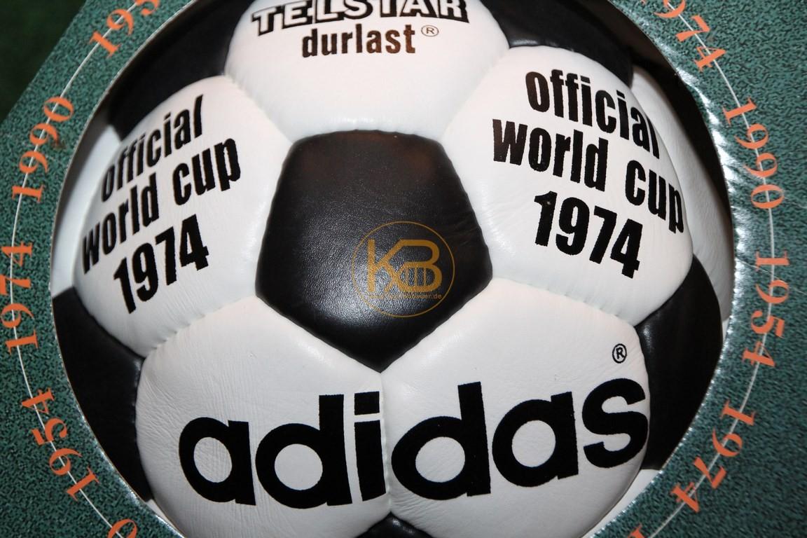 Original Weltmeisterball Telstar durlast der WM 1974 in Deutschland von Adidas, Deutschland wurde Weltmeister.