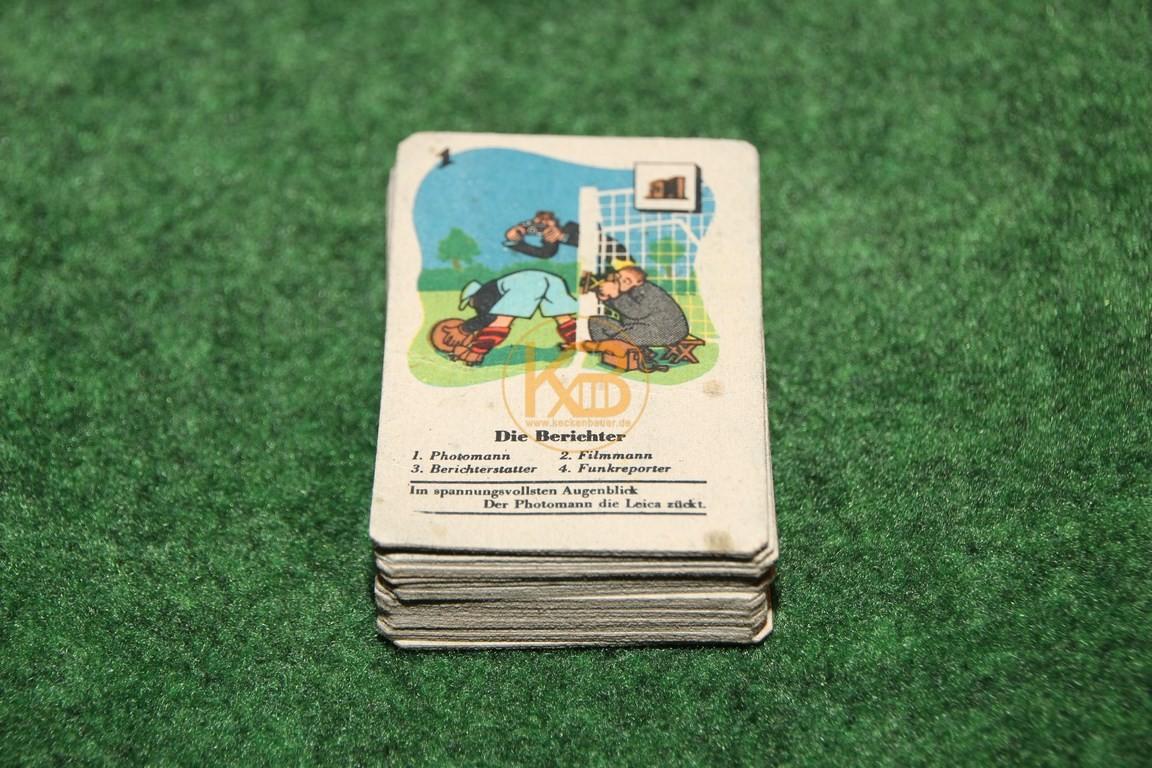 Ganz altes Kartenspiel vermutlich aus den 1940ern auf denen die einzelnen zum Fussball gehörenden Protagonisten erklärt werden. Je Karte inkl. kleinem Reim!