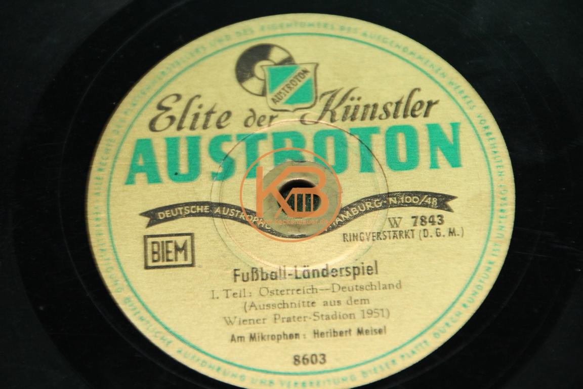 Elite der Künstler Schellackplatte mit Ausschnitten vom Länderspiel Österreich gegen Deutschland im Wiener Prater Stadion im Jahr 1951 2/2