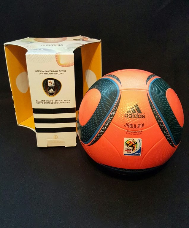 Oranger ADIDAS Jabulani der offizielle Spielball von der WM 2010 in Südafrika mit Originalverpackung.