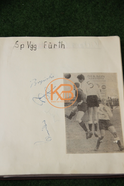 Zeitungsbild von der SpVgg Fürth mit den original Autogrammen der abgebildeten Spielern aus dem Jahr 1963