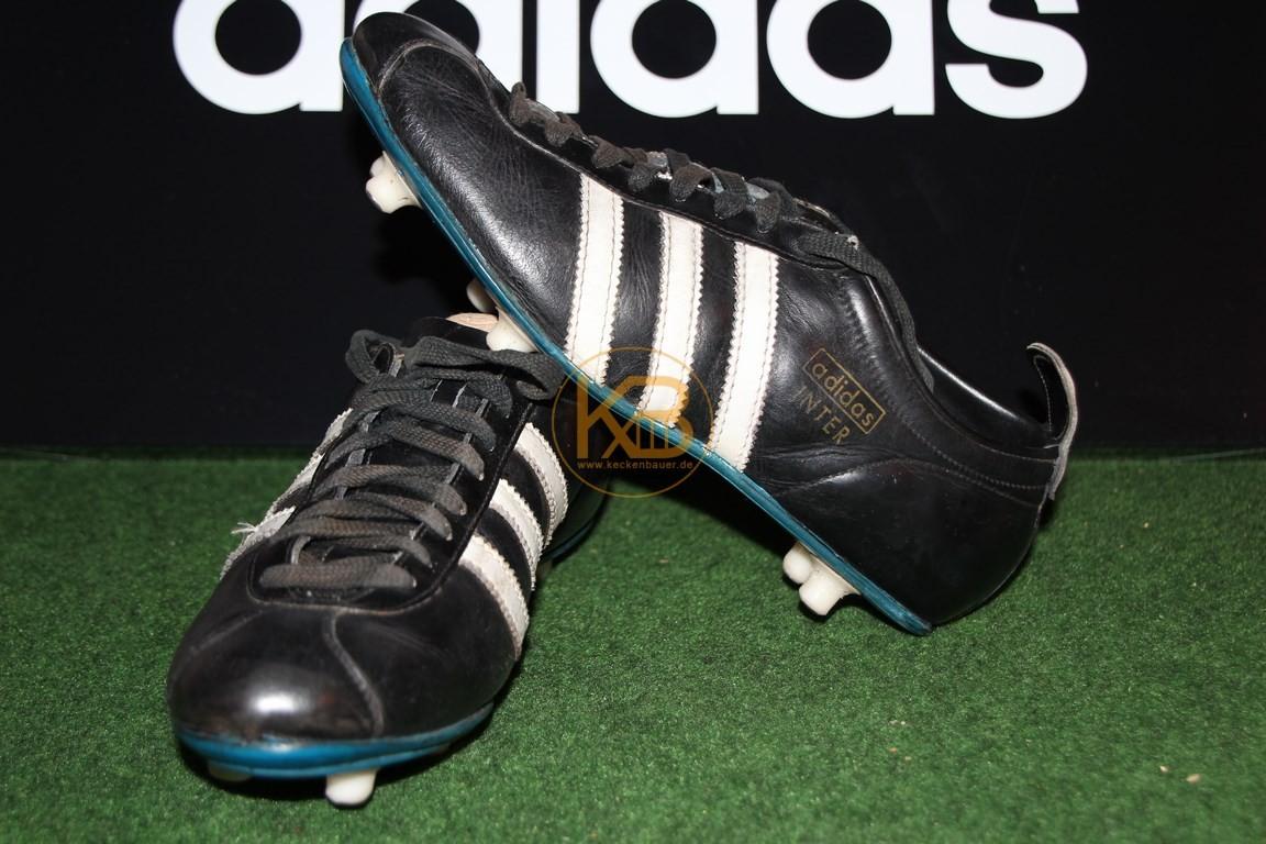 Ein doppeltes Paar Adidas Inter was ich über ein großes Online-Auktionshaus abgegeben habe.