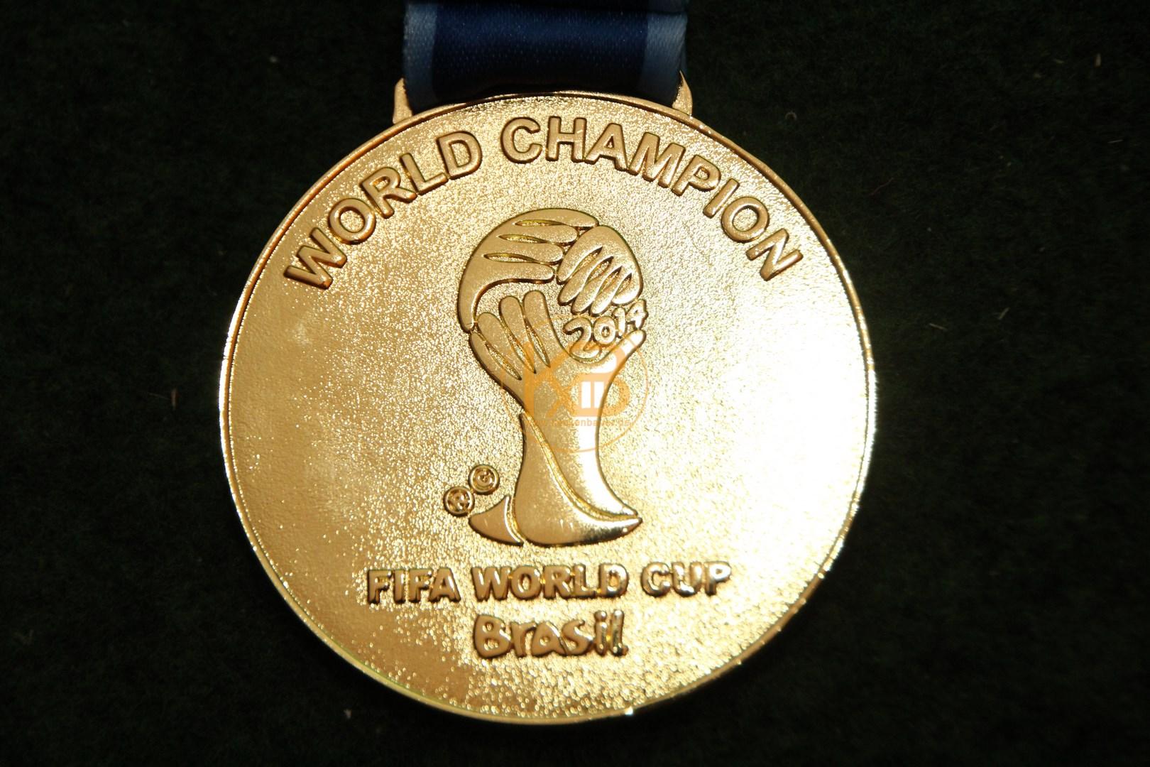 Gewinner Medaille von der Fussball Weltmeisterschaft 2014 in Brasilien. 3/3