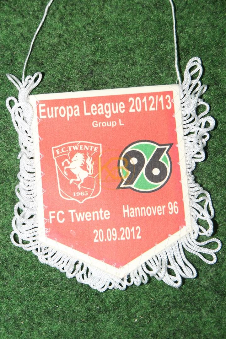 Wimpel von Hannover 96 aus der Europa League 2012/13 gegen Twente am 20.09.2012.