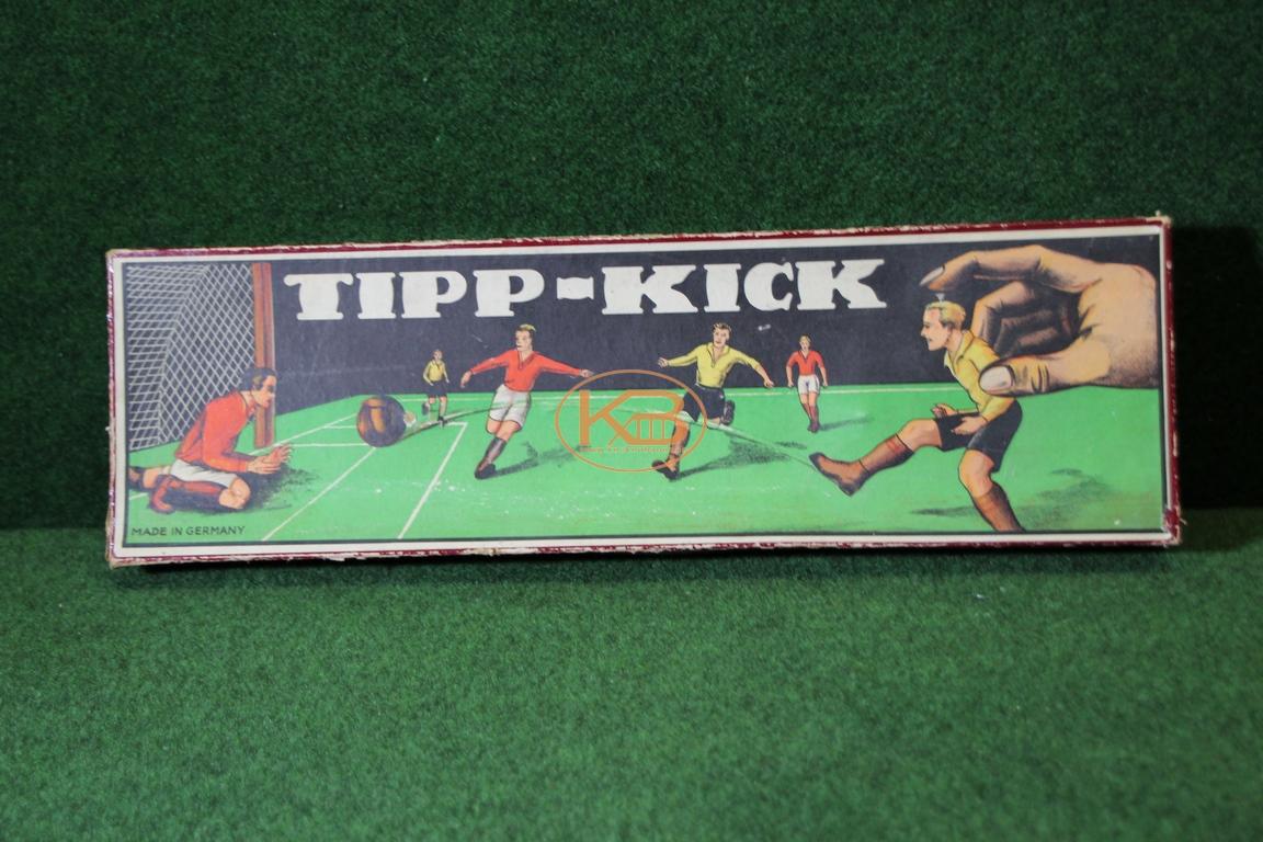 Altes Tipp Kick Spiel aus den 1930ern noch mit dem knienden Torwart
