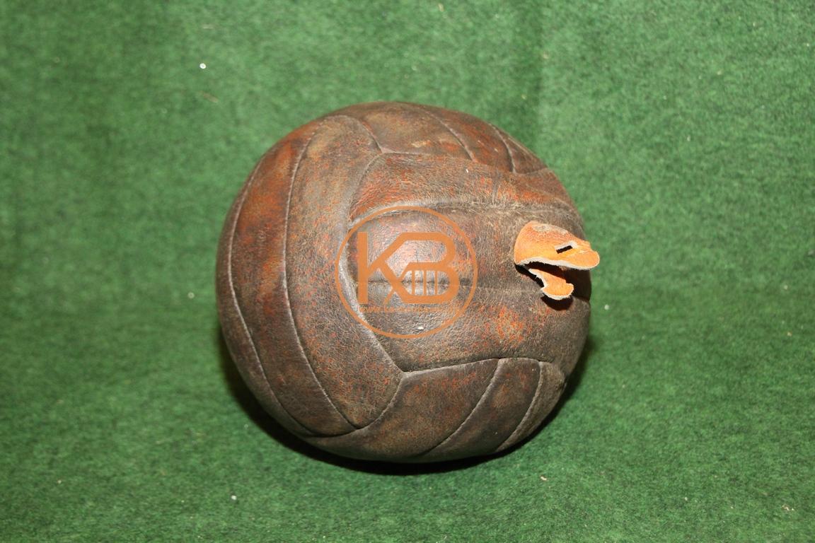 Lederfußball aus den 1960er Jahren