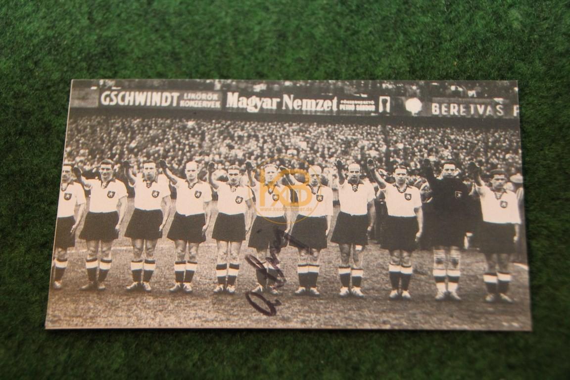 Bild der deutschen Nationalmannschaft vor dem Spiel am 03.05.1942 gegen Ungarn in Budapest mit original Autogramm von Sing.