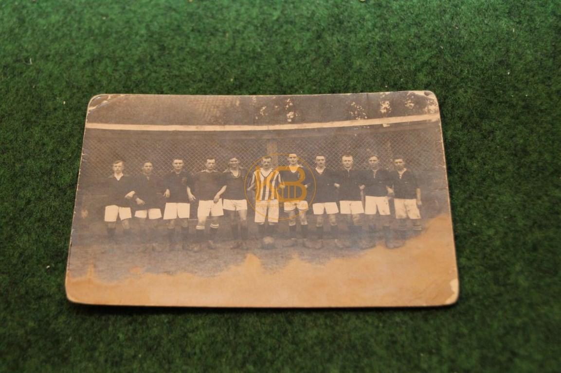 Foto einer unbekannten Fußballmannschaft aus dem September 1920.
