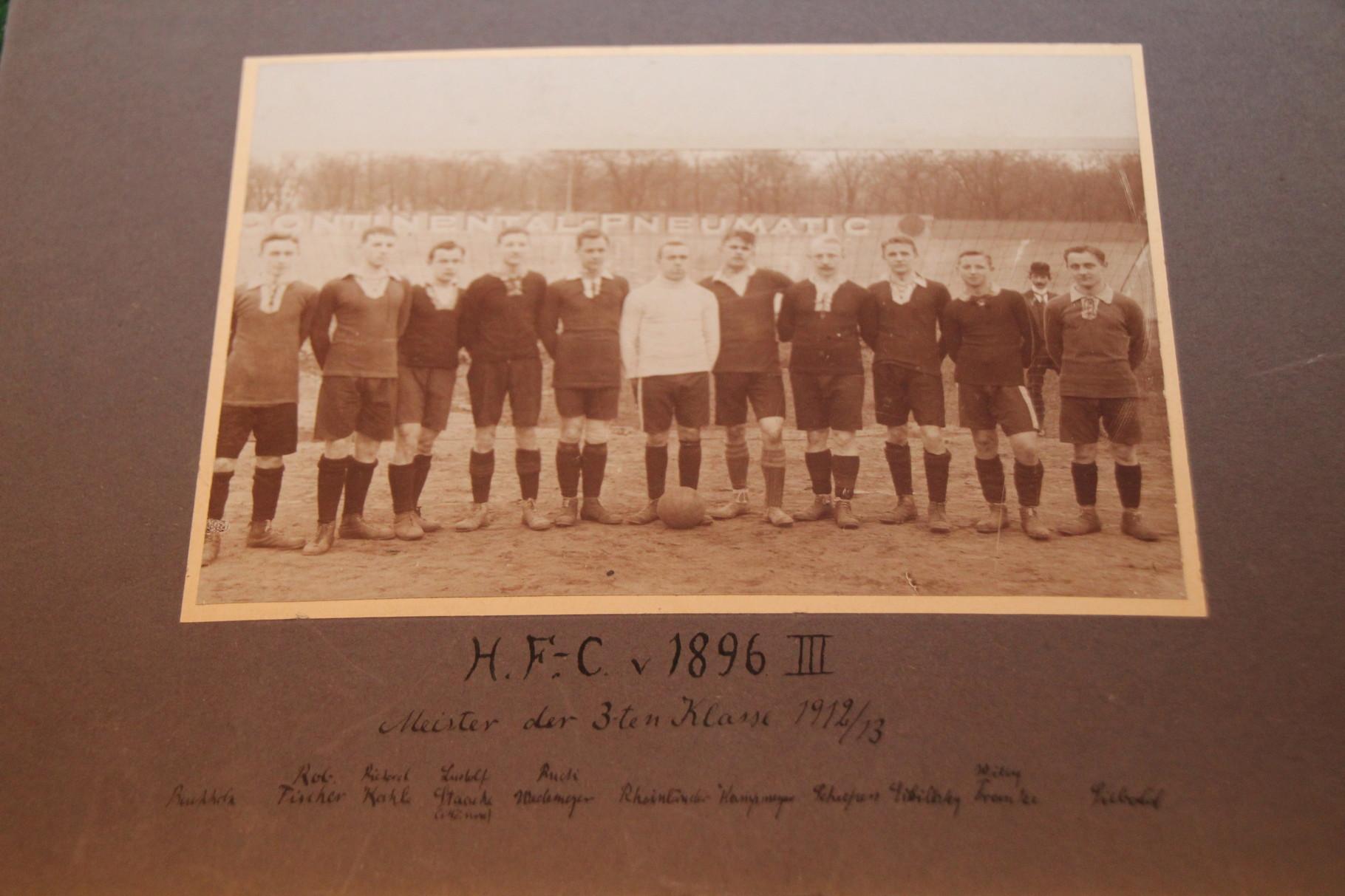 Originalfoto von HFC gegen 1896 aufgenommen am 6.4.13, wenige Monate später fusionierten die Vereine zu Hannover 96! 1/2