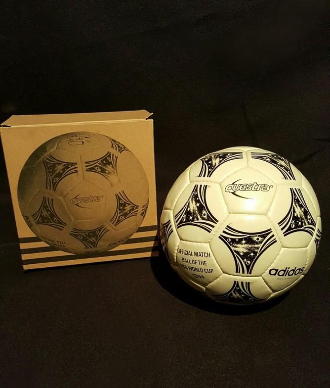 ADIDAS Questra der offizielle Spielball von der WM 1994 in den USA mit Originalverpackung.