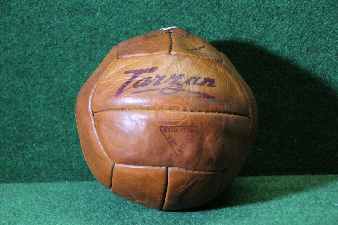 """Ball """"Tarzan"""" mit zwölf Paneelen vermutlich aus 1940er Jahren"""