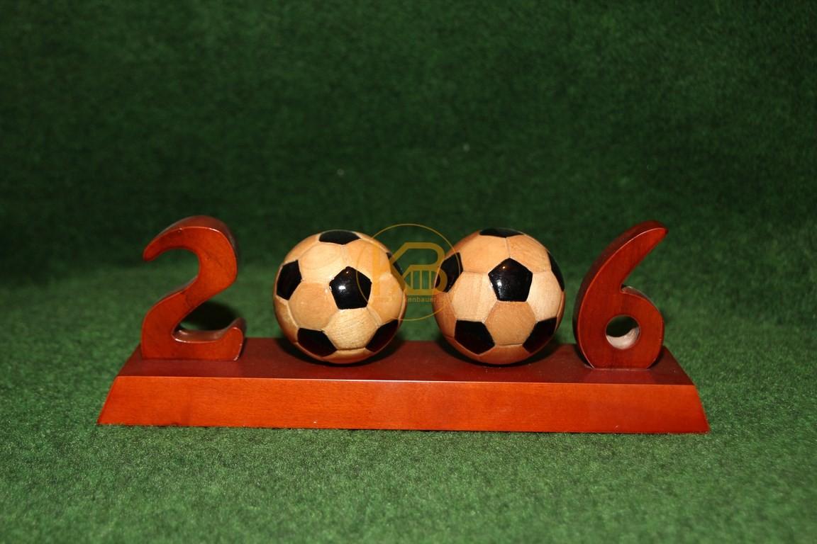 """Handgefertigter """"Pokal"""" zur Weltmeisterschaft 2006 in Deutschland."""