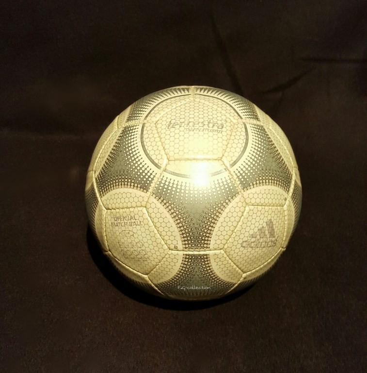 ADIDAS Terrestra der offizielle Spielball von der EM 2000 in Belgien und der Niederlande.
