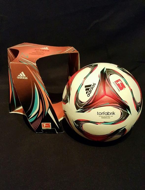ADIDAS Torfabrik der offizielle Spielball der Fussball Bundesliga der Saison 2014/15 mit Originalverpackung.