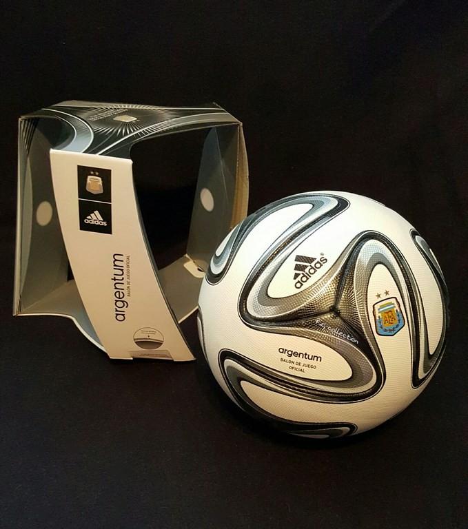ADIDAS Argentum der offizielle Spielball Final AFA Argentine mit Originalverpackung aus dem Jahr 2015/16.