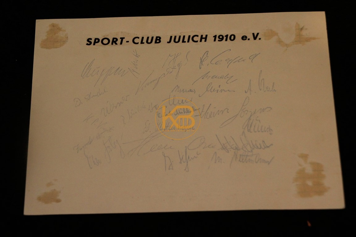 Manschaftsfoto des SC Jülich Deutscher Amateurmeister 1969 mit Autogrammen. 2/2