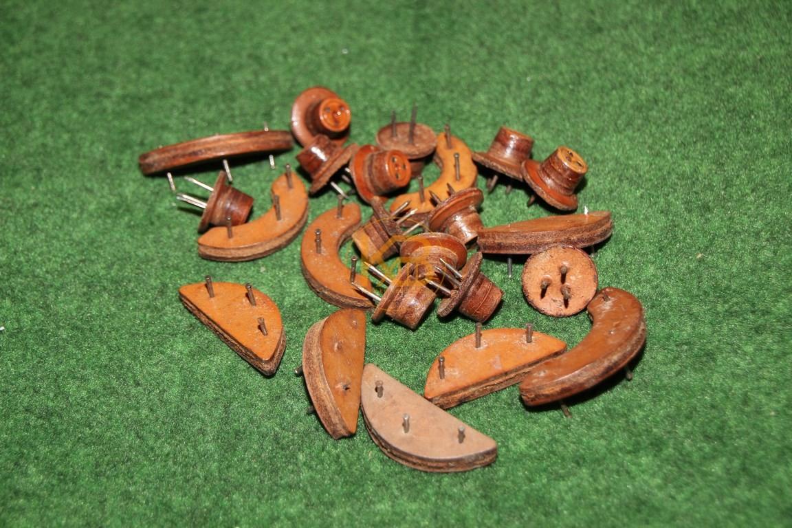Alte Ersatzstollen zum Nageln aus den 1940ern.