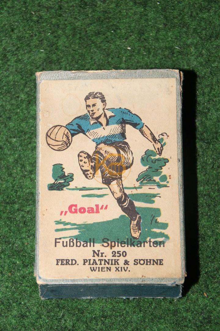 Fussball Kartenspiel aus den 30er Jahren. Hergestellt in Wien, von der Firma Piatnik im 5. Bezirk.