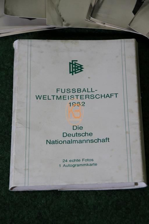 Sammelkartensatz der Deutschen Nationalmannschaft zur Weltmeisterschaft 1962 in Chile inkl. der originalem Verpackung 2/2