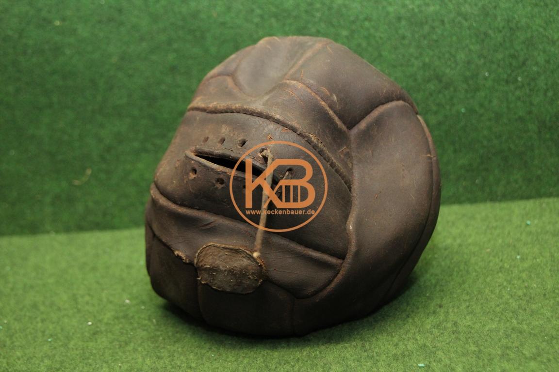 Alter Lederfussball aus den 1940ern