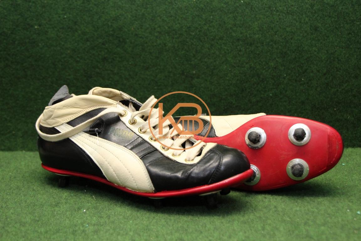 Alte Puma Schuhe mit den ersten Schraubstollen von Puma ca 1956.