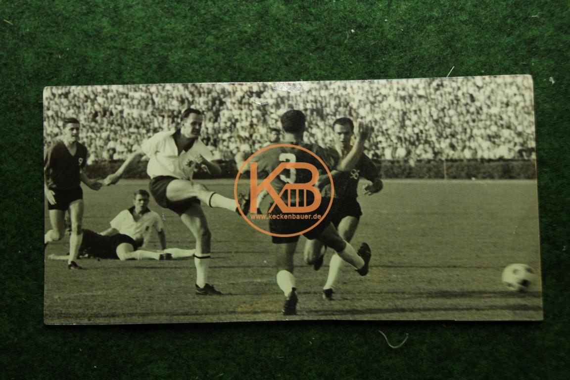 Original Foto vom Spiel Hessen Kasel gegen Hannover 96 aus dem Jahr 1968.