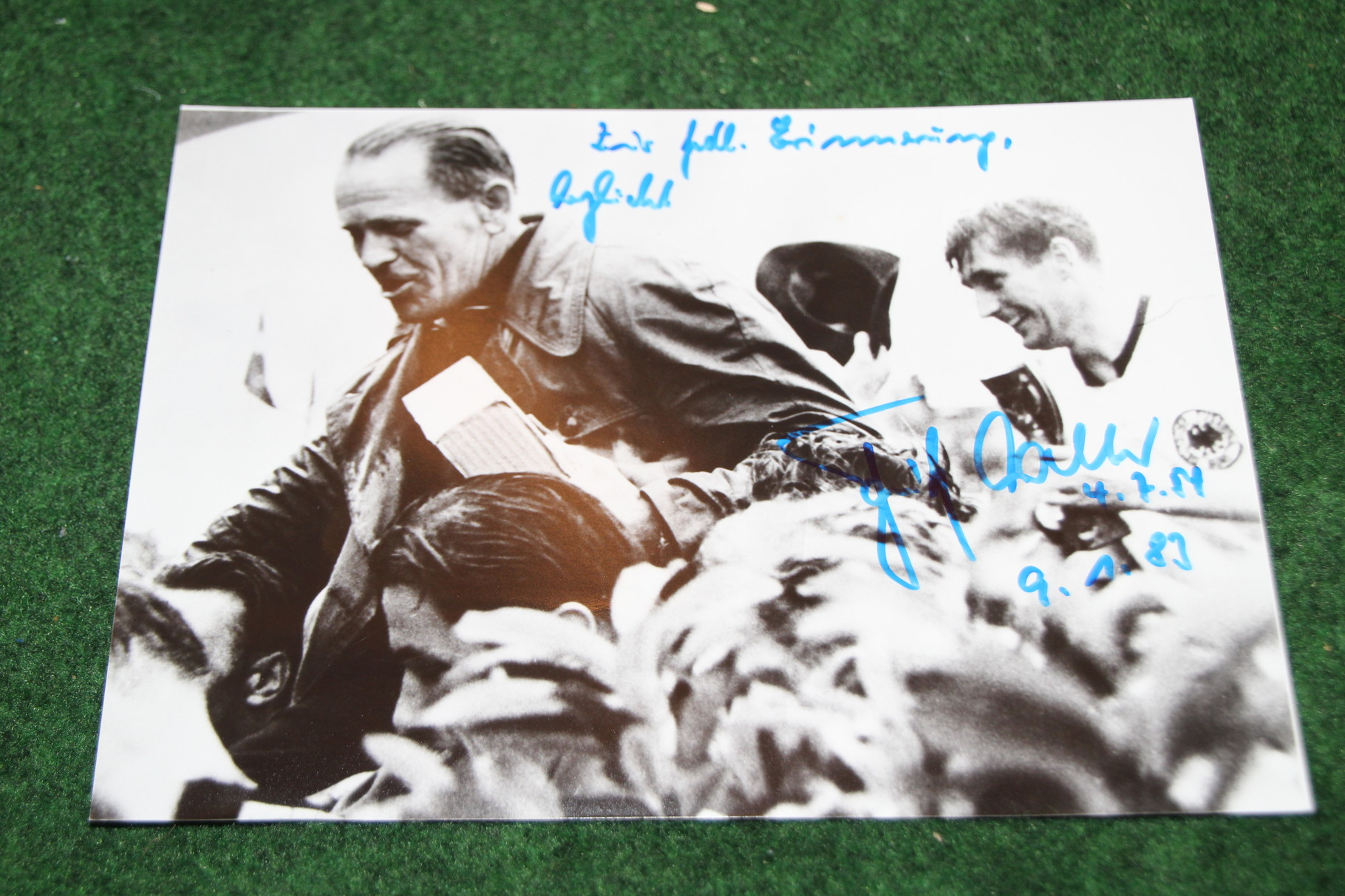Original Foto von der WM Feier 1954 mit den Unterschriften von Walter und Herberger.