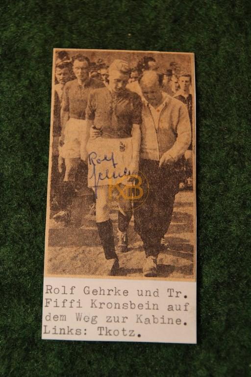 Original Autogramm von Rolf Gehrke auf einem Zeitungsfoto.