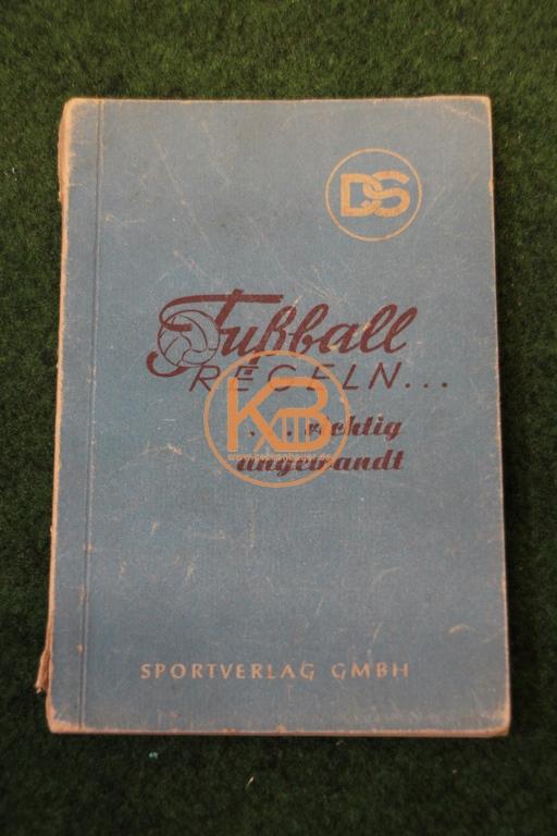 Fußball Regeln ... richtig angewandt aus dem Jahr 1949 vom Sportverlag GmbH.