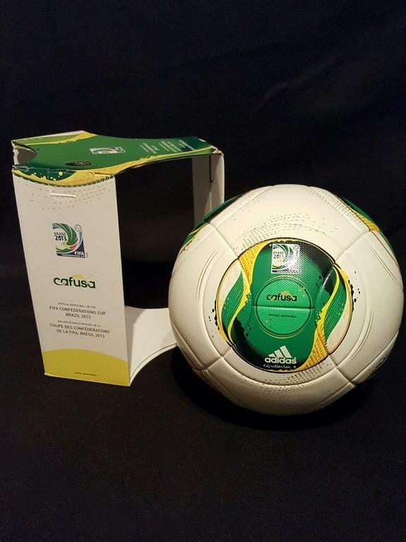 ADIDAS Cafusa der offizielle Spielball vom Confed Cup mit Originalverpackung aus dem Jahr 2013 in Brasilien.