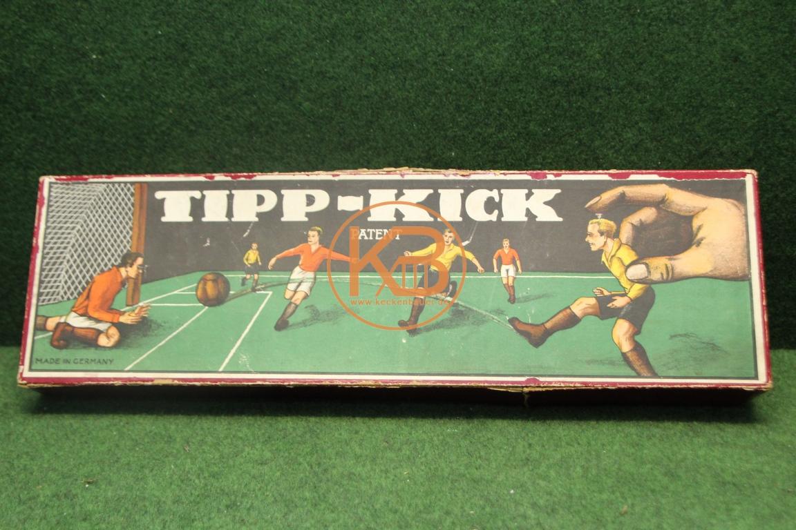 Altes Tipp Kick Fußballspiel aus der Zeit zwischen 1923 und 1944 mit dem knienden Torwart