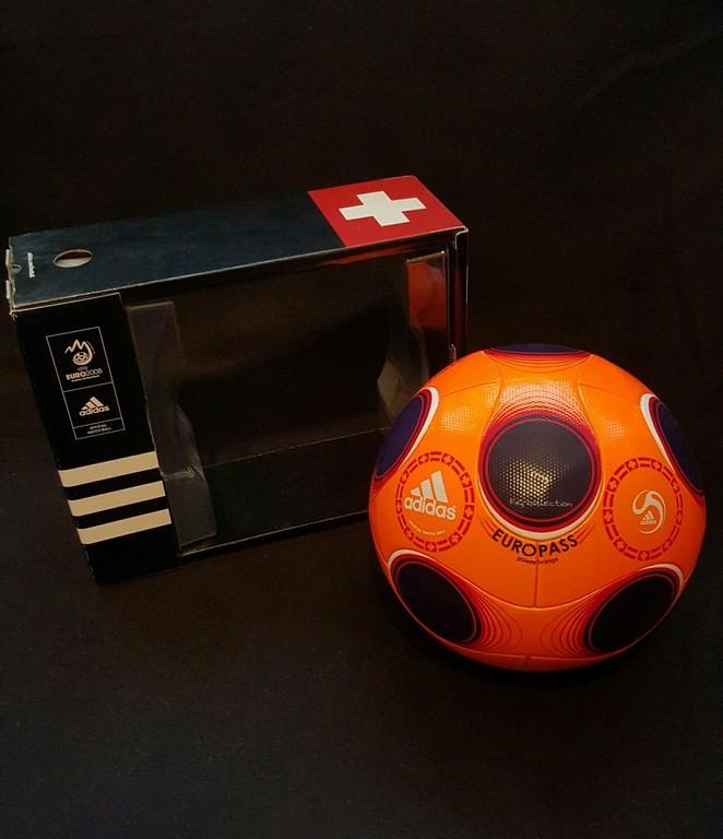 Oranger ADIDAS Europass der offizielle Spielball von der EM 2008 in Österreich und der Schweiz mit Originalverpackung.