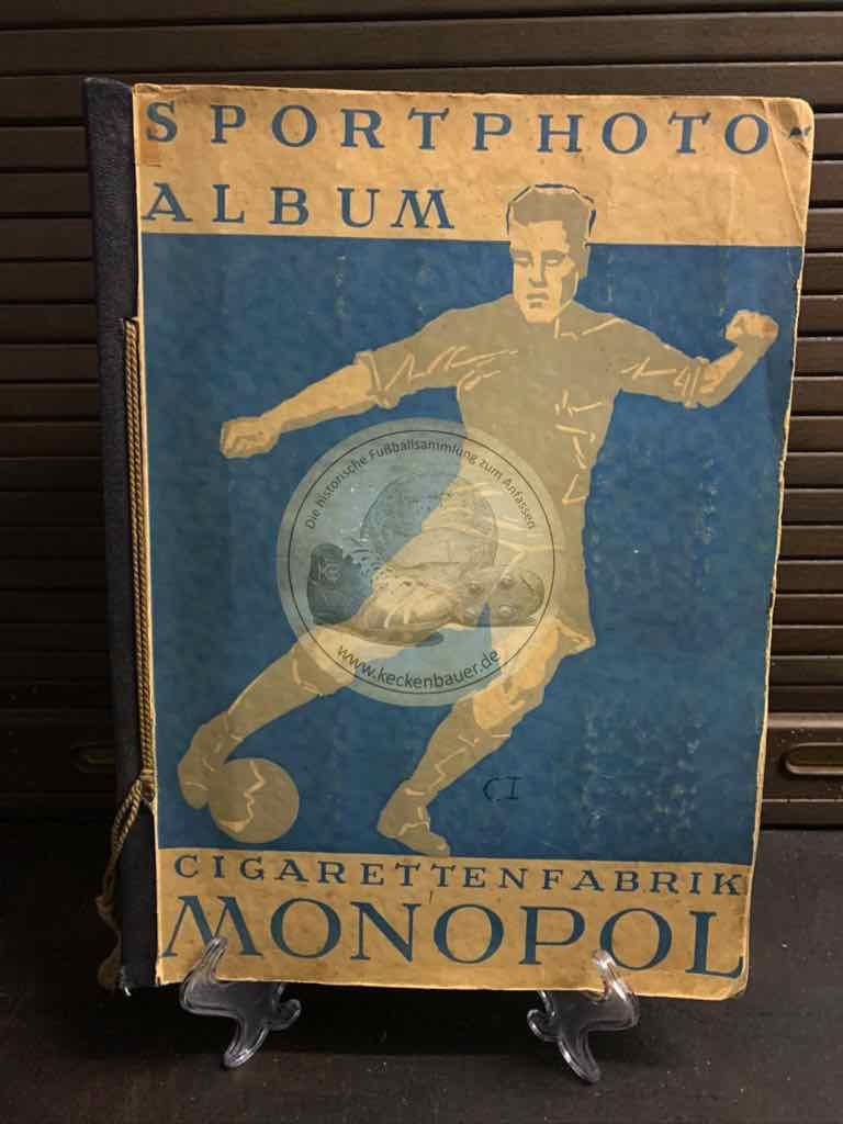 """Sammelalbum """"Sportphoto- Album"""" der Cigarettenfabrik Monopol aus dem Jahr 1932"""