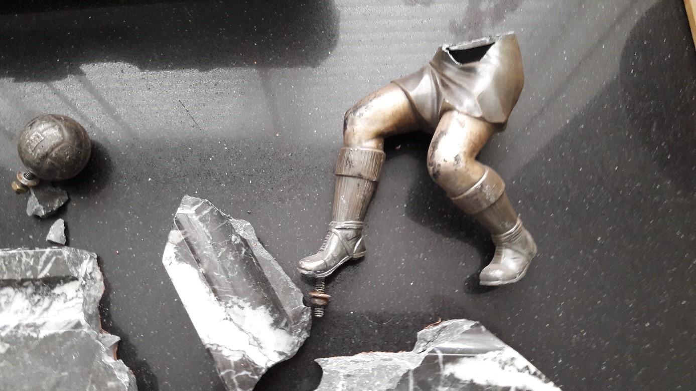 Die Skulptur nach dem Versand mit Post.nl und Hermes 2/2
