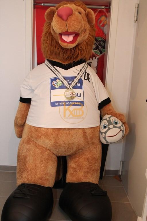 Limitierter Goleo von der WM 2006 in Deutschland hier in der Größe 1,90 Meter und der original Unterschrift von Franz Beckenbauer.