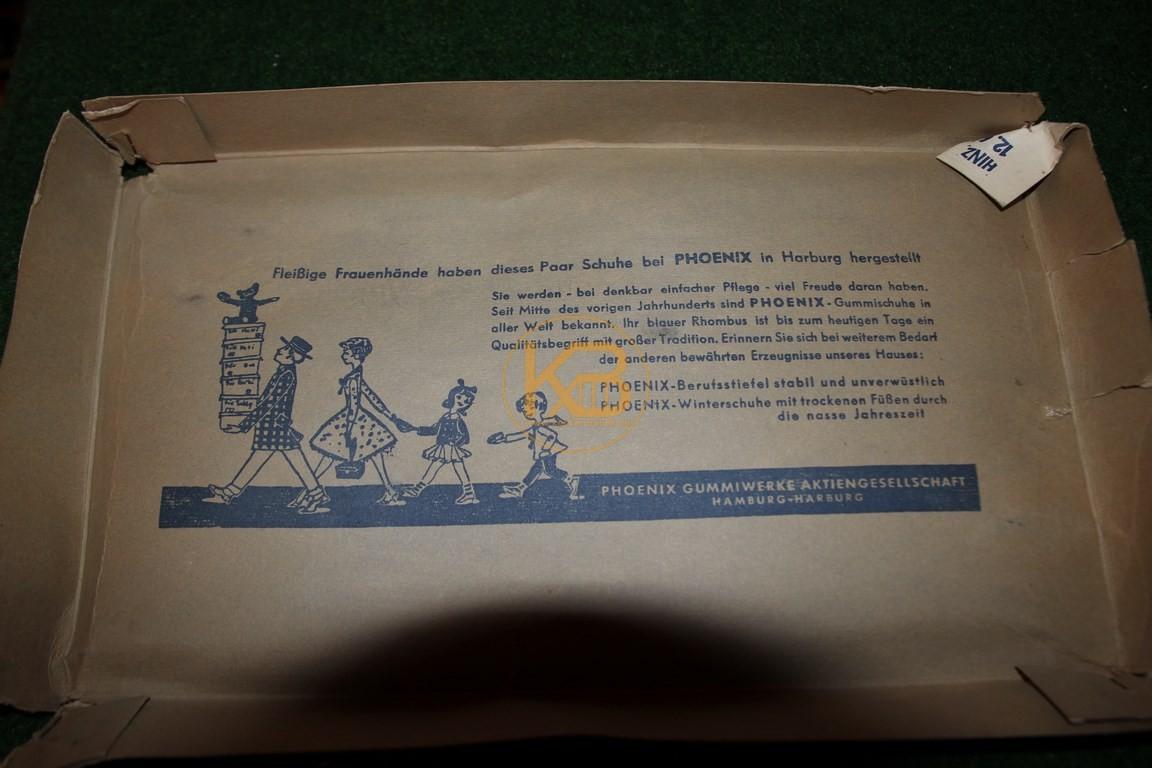Ein paar Pheonix Fussballschuhe inkl Originalverpackung abgegeben an die Phoenix Werke Harburg (zurück zum Ursprung). Man beachte den Text im Deckel und die Sohle! 3/3