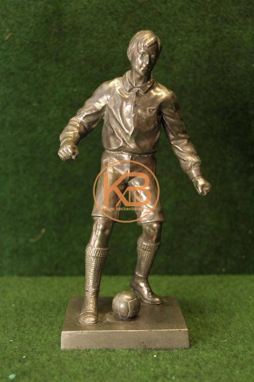 """Schöne und seltene Figur des Englisch Fußballer Gilbert Oswald Smith - rund 1900 Spieler des Fußballvereins """"Korinth"""" und von der englischen Fußball-Nationalmannschaft.Eine nahezu identische Figur ist im FIFA Museum ausgestellt."""