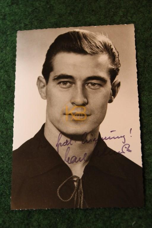 Foto von Karl Schmidt im Dress vom 1. FC Kaiserslautern mit original Autogramm.