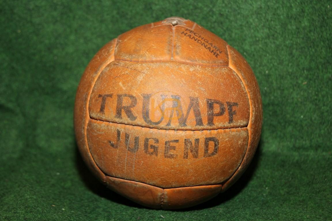 Alter Trumpf Jugendfussball im bespielten guten Zustand aus Österreich.
