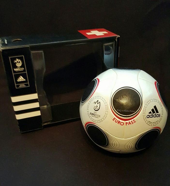 ADIDAS Europass der offizielle Spielball von der EM 2008 in Österreich und der Schweiz mit Originalverpackung.