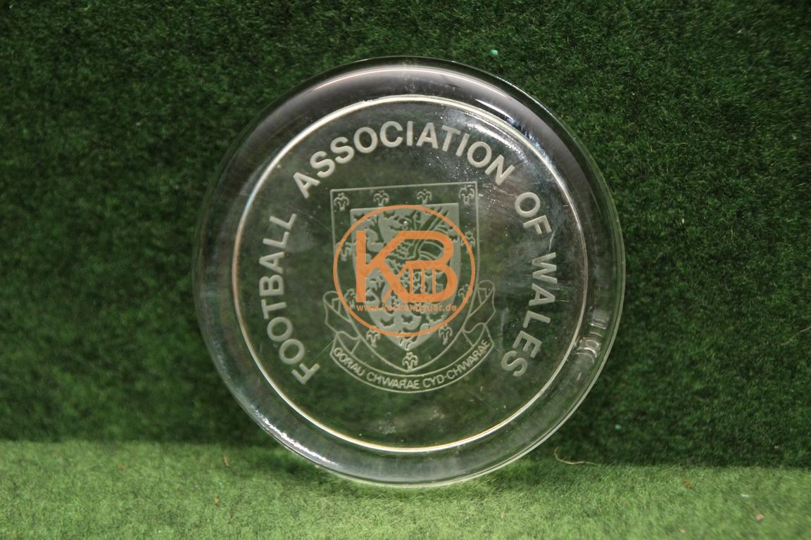 Briefbeschwerer Fußballbund Wales aus dem Nachlass des ehemailige DFB Präsidenten Herman Neuberger.