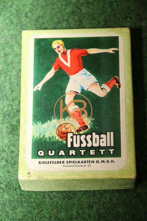 """Altes Fußball Quartett von der Bielefelder Spielkarten GmbH in der """"grünen"""" Variante aus dem Jahr 1969"""